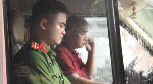 Tài xế xe đưa đón thực nghiệm hiện trường vụ cháu bé 6 tuổi tử vong ở trường Gateway