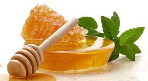 6 mẹo trị thâm mắt cực hiệu quả từ mật ong