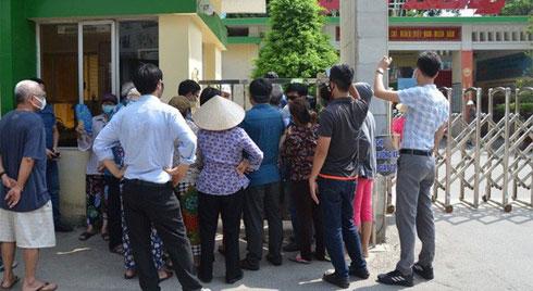 Dân kéo ra Công ty Rạng Đông đòi đối thoại sau thông tin 15,1 - 27,2kg thủy ngân đã phát tán ra môi trường