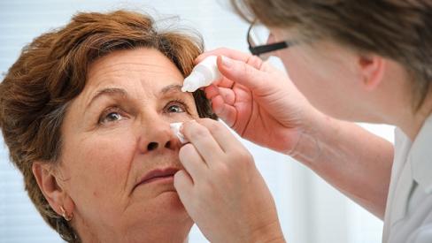 Nguyên nhân và cách phòng tránh bệnh đục thủy tinh thể ở người già