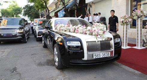 """Toàn cảnh lễ đưa dâu bằng dàn siêu xe hơn 100 tỷ của con gái đại gia Minh Nhựa, quà cưới toàn vàng, kim cương đeo """"đỏ tay"""""""