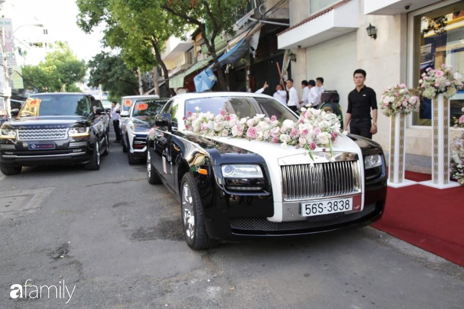 Toàn cảnh lễ đưa dâu bằng dàn siêu xe hơn 100 tỷ của con gái đại gia Minh Nhựa, quà cưới toàn vàng, kim cương đeo đỏ tay-1