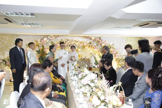 Toàn cảnh lễ đưa dâu bằng dàn siêu xe hơn 100 tỷ của con gái đại gia Minh Nhựa, quà cưới toàn vàng, kim cương đeo đỏ tay-9