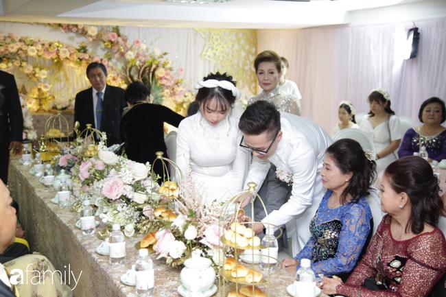 Toàn cảnh lễ đưa dâu bằng dàn siêu xe hơn 100 tỷ của con gái đại gia Minh Nhựa, quà cưới toàn vàng, kim cương đeo đỏ tay-18