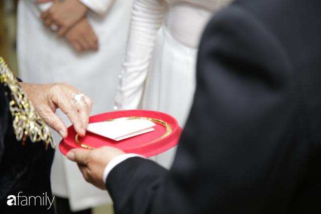 Toàn cảnh lễ đưa dâu bằng dàn siêu xe hơn 100 tỷ của con gái đại gia Minh Nhựa, quà cưới toàn vàng, kim cương đeo đỏ tay-24