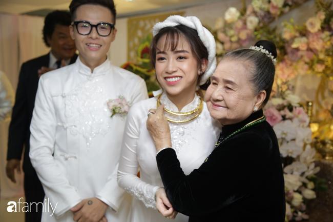 Toàn cảnh lễ đưa dâu bằng dàn siêu xe hơn 100 tỷ của con gái đại gia Minh Nhựa, quà cưới toàn vàng, kim cương đeo đỏ tay-14