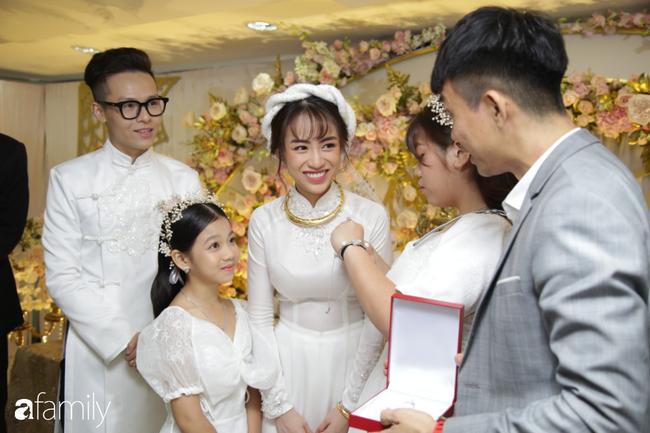 Toàn cảnh lễ đưa dâu bằng dàn siêu xe hơn 100 tỷ của con gái đại gia Minh Nhựa, quà cưới toàn vàng, kim cương đeo đỏ tay-16
