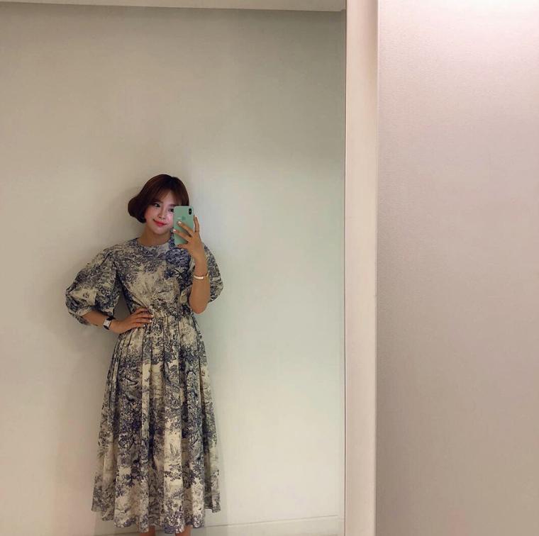4 dáng váy liền phải luôn ở trong tủ đồ vào mùa thu mới không lo lỗi mốt-4
