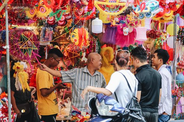 Tiểu thương chợ Trung thu truyền thống Hà Nội đồng loạt treo biển Không chụp ảnh, hãy là người có văn hoá!-5