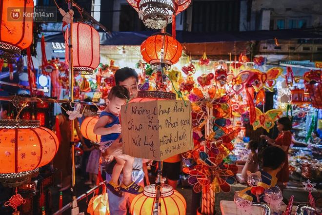 Tiểu thương chợ Trung thu truyền thống Hà Nội đồng loạt treo biển Không chụp ảnh, hãy là người có văn hoá!-15