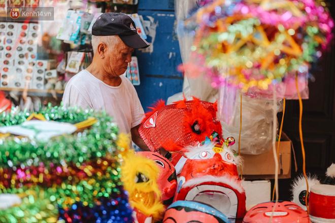 Tiểu thương chợ Trung thu truyền thống Hà Nội đồng loạt treo biển Không chụp ảnh, hãy là người có văn hoá!-10