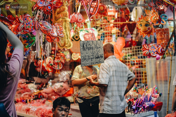Tiểu thương chợ Trung thu truyền thống Hà Nội đồng loạt treo biển Không chụp ảnh, hãy là người có văn hoá!-11