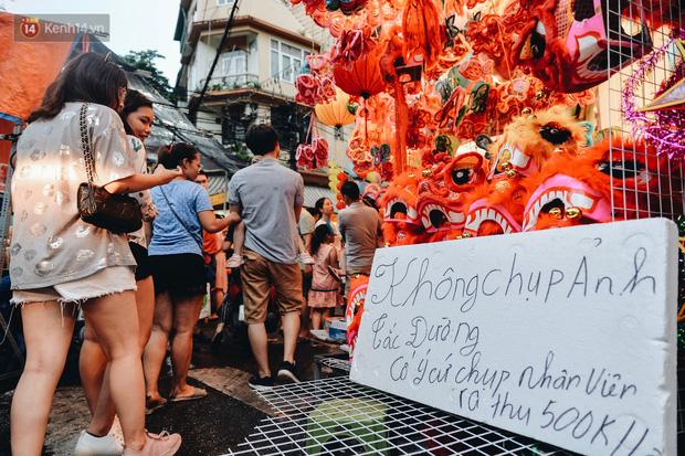 Tiểu thương chợ Trung thu truyền thống Hà Nội đồng loạt treo biển Không chụp ảnh, hãy là người có văn hoá!-12