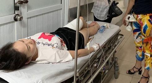 Fan nữ bị bỏng vì pháo sáng phải phẫu thuật 2 lần