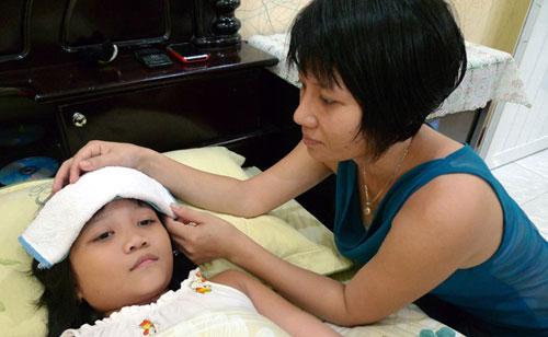 Cách chăm sóc trẻ sốt xuất huyết tại nhà-1