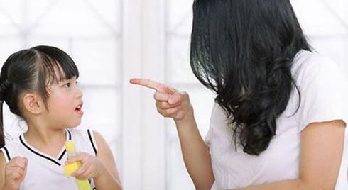 """6 câu mắng """"nói một lần con tổn thương lâu dài"""" mà cha mẹ Việt vẫn vô tình sử dụng"""