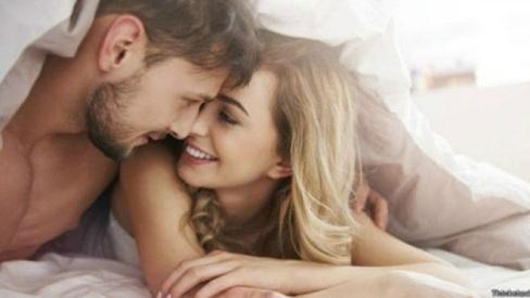 """Bí quyết trong """"chuyện yêu"""" thúc đẩy các cặp vợ chồng luôn hạnh phúc"""