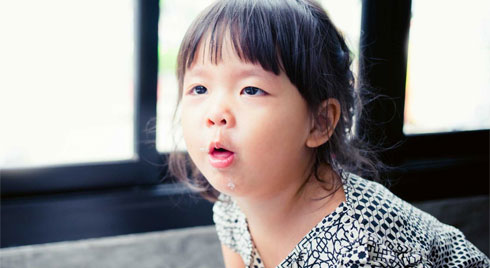 Thời tiết giao mùa: Cách phòng bệnh cho trẻ khỏi ốm