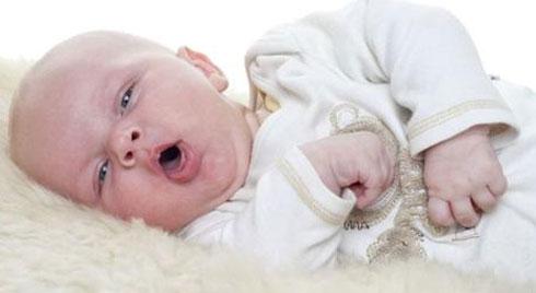 Những điều mẹ nhất định phải biết khi trẻ sơ sinh bị ho