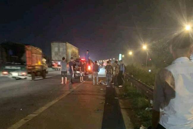 Tài xế ô tô bỏ chạy khi cán trúng 3 công nhân đi bộ qua đường cao tốc, một người đã tử vong-1