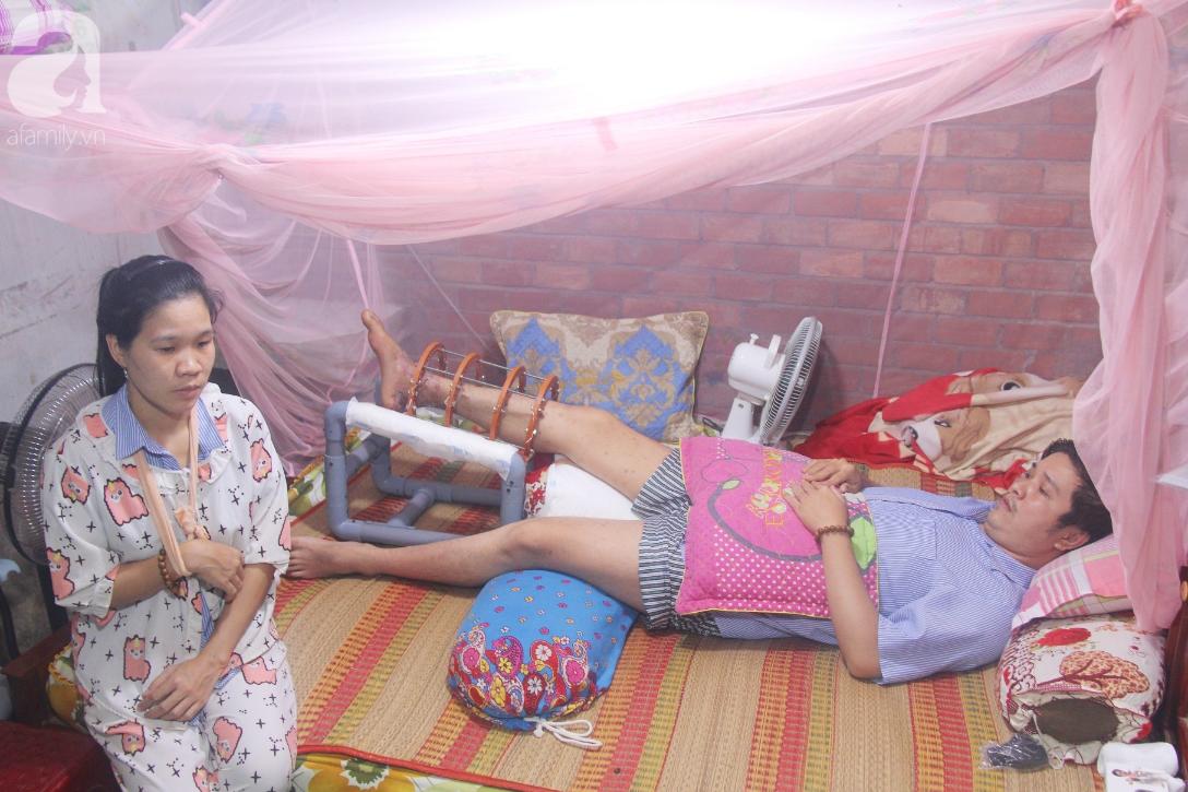 Con gái 7 tuổi bị gãy chân, chồng nằm liệt giường, người vợ bệnh tật khẩn cầu sự giúp đỡ sau vụ tai nạn kinh hoàng-1