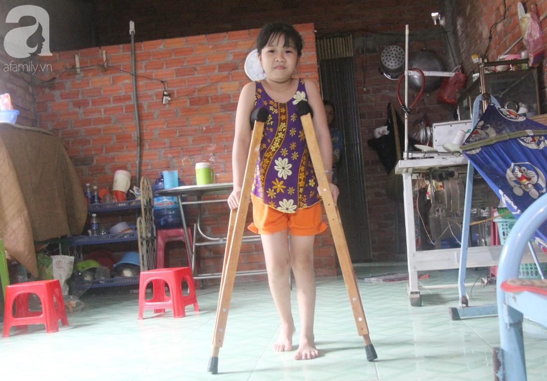Con gái 7 tuổi bị gãy chân, chồng nằm liệt giường, người vợ bệnh tật khẩn cầu sự giúp đỡ sau vụ tai nạn kinh hoàng-3