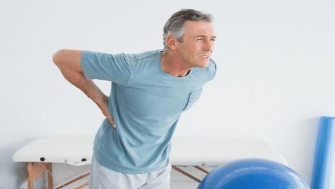 Những căn bệnh khiến nam giới thường xuyên bị đau lưng