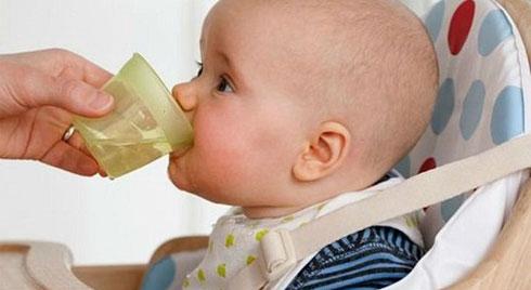 Sốt siêu vi ở trẻ em: Những biến chứng nguy hiểm có thể xảy ra