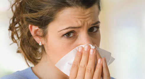Không khí đã ô nhiễm giờ còn trở lạnh, hãy cẩn thận kẻo mắc viêm mũi dị ứng