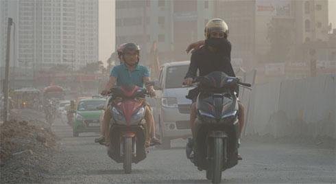 Ô nhiễm không khí Hà Nội và TP.HCM tiếp tục vượt ngưỡng đỏ, người dân cần hạn chế ra đường