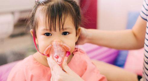 Cách phòng bệnh viêm phổi cho trẻ khi thời tiết chuyển lạnh