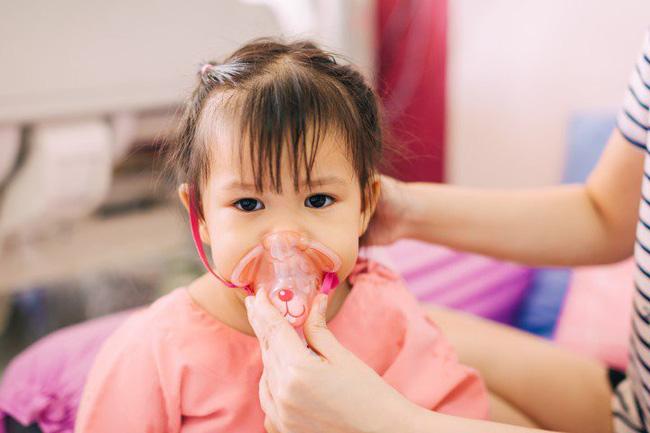 Cách phòng bệnh viêm phổi cho trẻ khi thời tiết chuyển lạnh-1
