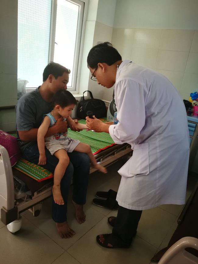 Trẻ nhập viện do bệnh tay chân miệng có dấu hiệu gia tăng-1