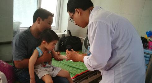 Trẻ nhập viện do bệnh tay chân miệng có dấu hiệu gia tăng