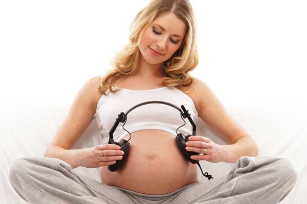 Những hành động thai nhi có thể làm trong bụng mẹ-2
