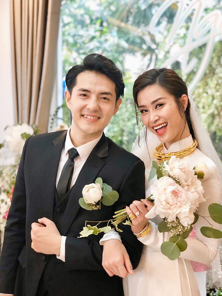 Đông Nhi và những mỹ nhân Việt chọn áo dài trắng thuần khiết trong lễ vu quy-2