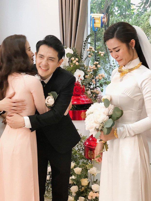 Đông Nhi và những mỹ nhân Việt chọn áo dài trắng thuần khiết trong lễ vu quy-3