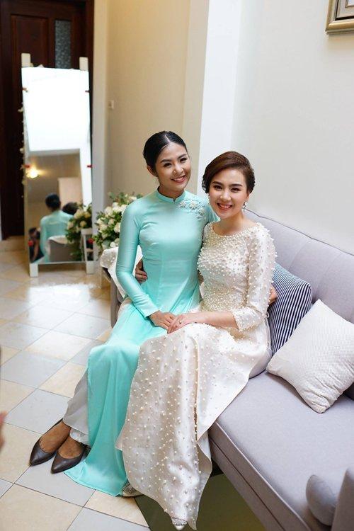 Đông Nhi và những mỹ nhân Việt chọn áo dài trắng thuần khiết trong lễ vu quy-9