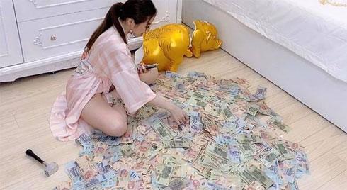 Đập lợn tiết kiệm 11 tháng được 2,8 tỷ, gái xinh khẳng định 'chẳng đáng là bao' nhưng người xem tìm ra điểm sai