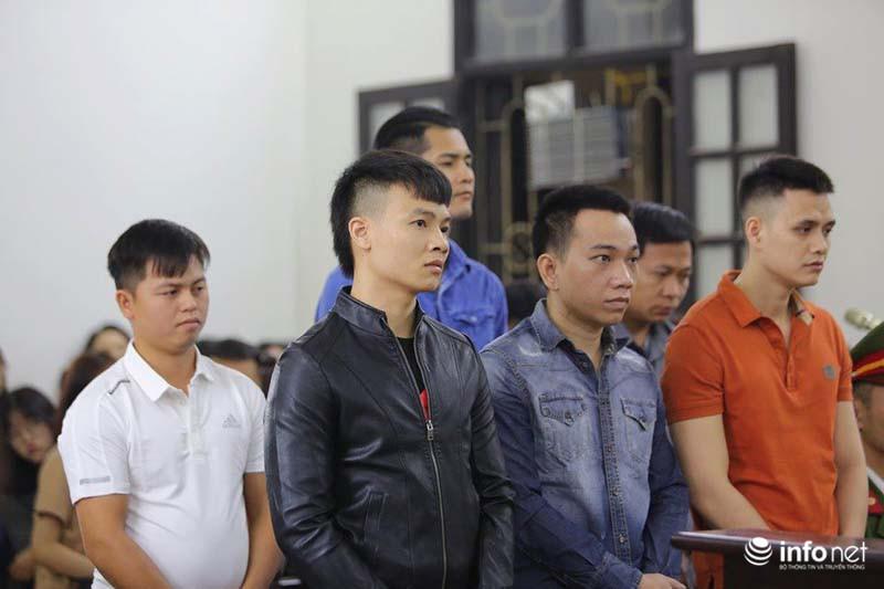 Nhiều học sinh nghi trốn học, đội mưa đứng nghe phiên tòa xét xử Khá bảnh-1