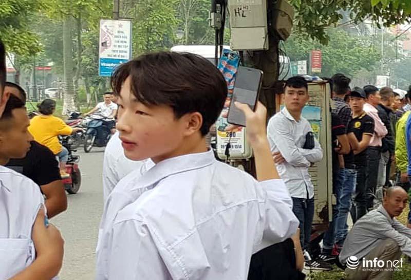 Nhiều học sinh nghi trốn học, đội mưa đứng nghe phiên tòa xét xử Khá bảnh-5
