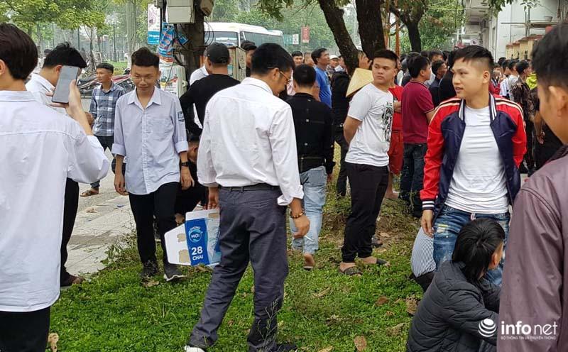 Nhiều học sinh nghi trốn học, đội mưa đứng nghe phiên tòa xét xử Khá bảnh-6