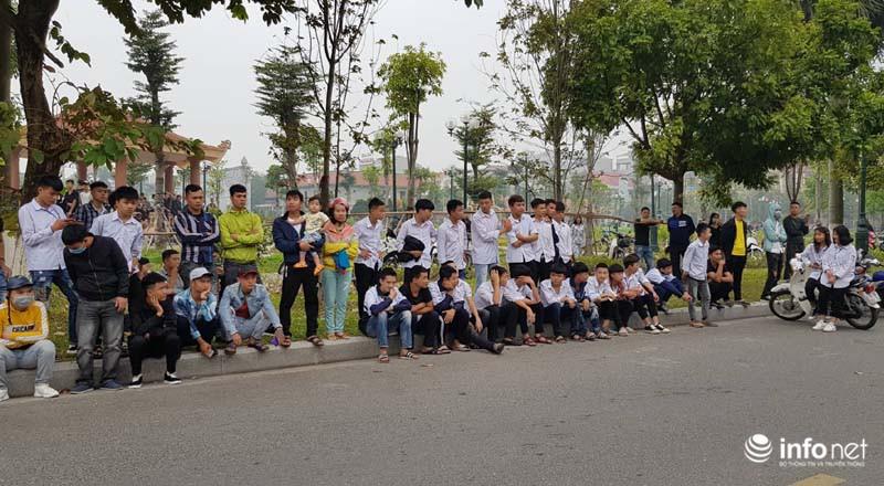 Nhiều học sinh nghi trốn học, đội mưa đứng nghe phiên tòa xét xử Khá bảnh-7