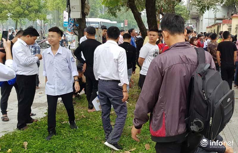 Nhiều học sinh nghi trốn học, đội mưa đứng nghe phiên tòa xét xử Khá bảnh-9