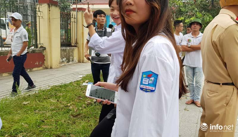 Nhiều học sinh nghi trốn học, đội mưa đứng nghe phiên tòa xét xử Khá bảnh-10