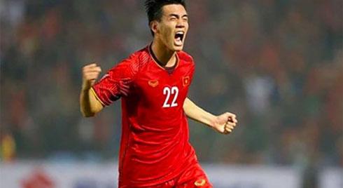 """Việt Nam thắng UAE với bàn thắng """"tuyệt đỉnh"""", triệu người hâm mộ gọi tên Tiến Linh"""