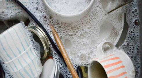Đừng dại mắc phải 1 trong 5 sai lầm này khi rửa bát, chủ quan có thể làm hại cả gia đình