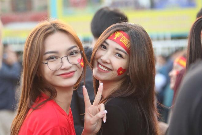 Nóng rực đại chiến Việt Nam - Thái Lan: Dàn hotgirl rạng rỡ tiếp lửa thầy trò ông Park-4