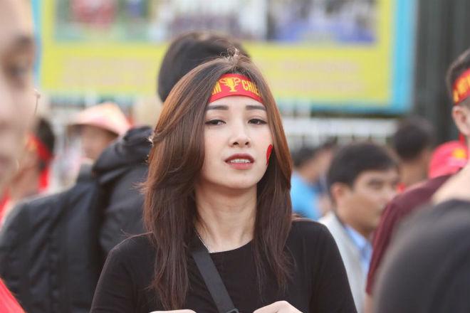 Nóng rực đại chiến Việt Nam - Thái Lan: Dàn hotgirl rạng rỡ tiếp lửa thầy trò ông Park-5