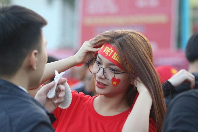 Nóng rực đại chiến Việt Nam - Thái Lan: Dàn hotgirl rạng rỡ tiếp lửa thầy trò ông Park-6